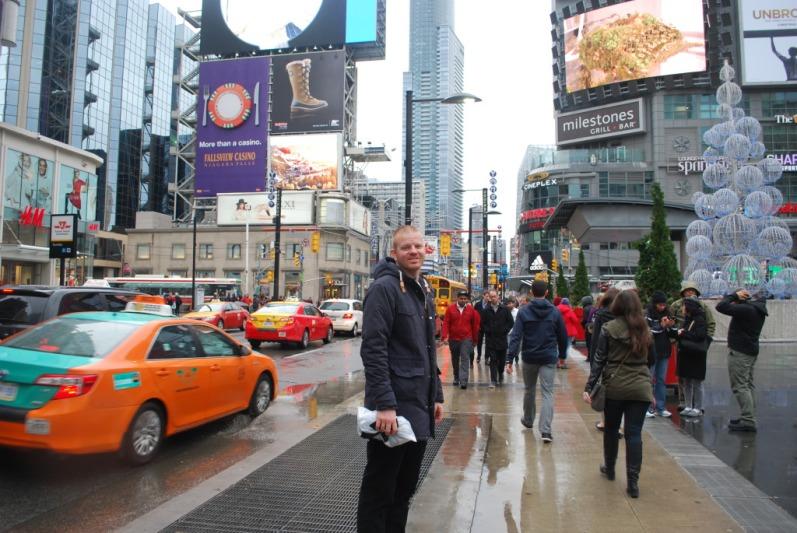Dundas Square, Toronto's Times Square